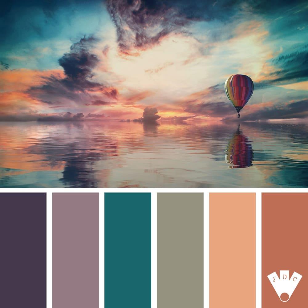 Color palette d'une montgolfière entre ciel et mer