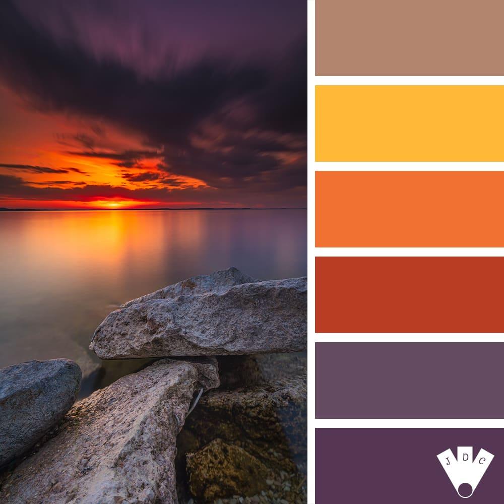 Color palette sur journal des couleurs d'un coucher de soleil