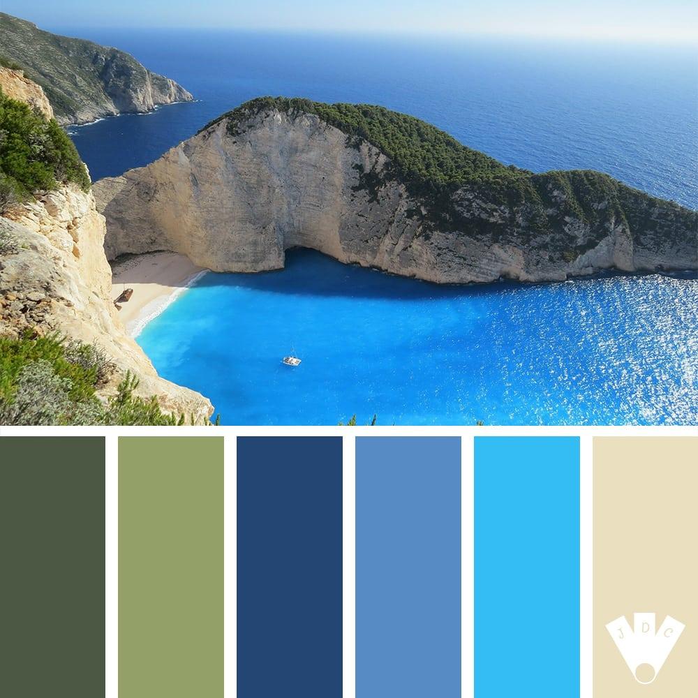 Color palette sur journal des couleurs à partir d'une photo d'un paysage marin