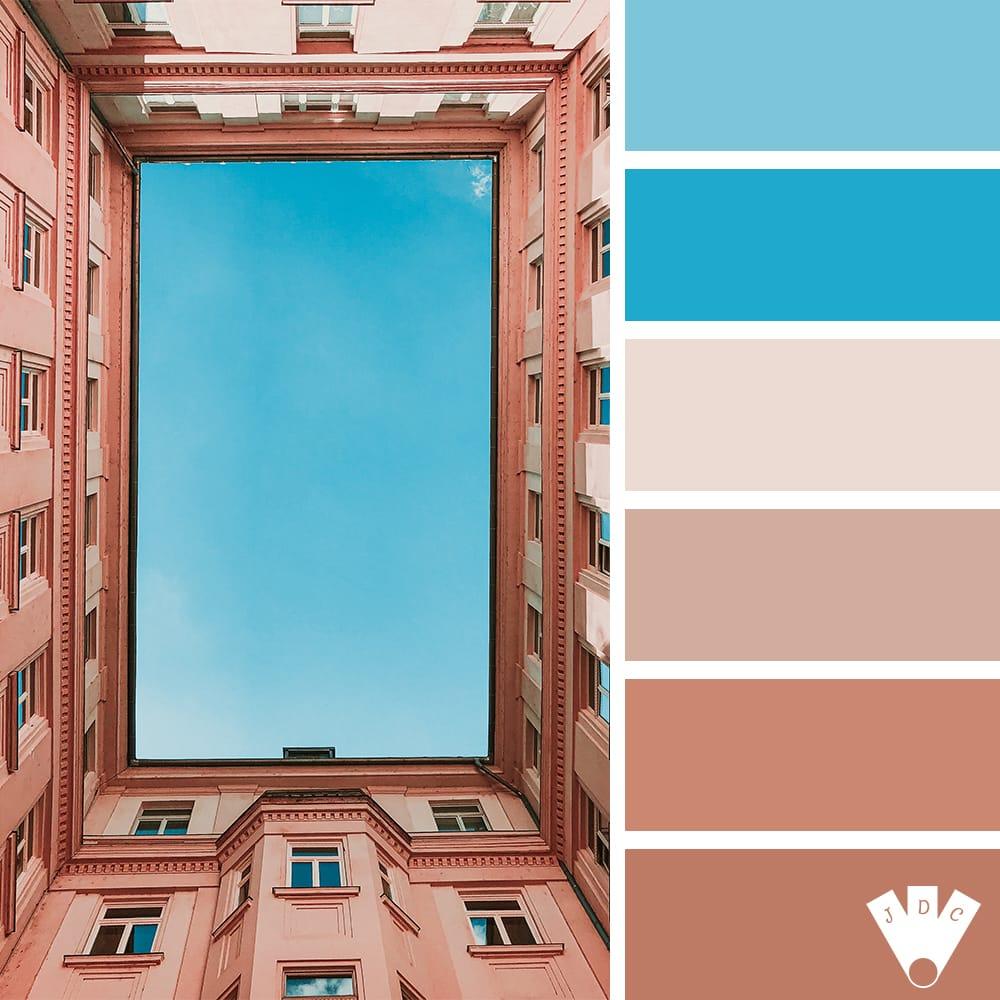 Color palette à partir d'une photo d'une cour d'immeuble rectangle donnant sur un ciel bleu.